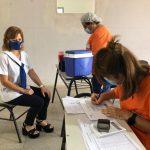 Continúa la vacunación a personal docente y no docente